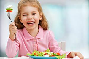 Фотографии Салаты Овощи Девочки Счастье