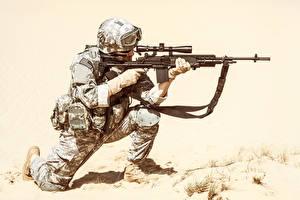 Фото Солдаты Автоматы Униформа Очки Армия