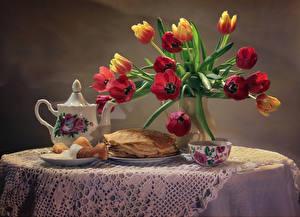 Картинка Натюрморт Чайник Тюльпаны Букеты Блины Стол Чашка Пища Цветы