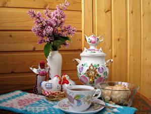 Картинки Натюрморт Сирень Курица Чай Доски Ваза Чашка Самовар Еда
