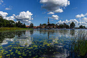 Картинка Швеция Здания Речка Небо Облака Strangnas Города