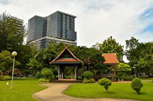 Картинка Таиланд Бангкок Парки Пагоды Здания Кустов Газоне Природа