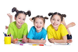 Фотография Белый фон Трое 3 Девочка Улыбка Ребёнок