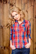 Фотография Блондинка Смотрит Рубашка