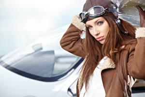 Фото Шатенки В шлеме Очки Смотрят молодые женщины