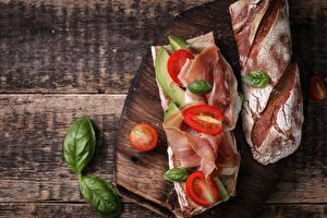 Картинки Бутерброды Хлеб Овощи Ветчина Томаты Доски Разделочная доска Пища