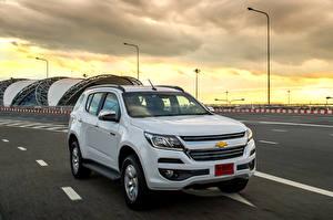 Фотографии Chevrolet Металлик Белый 2016 TrailBlazer Машины