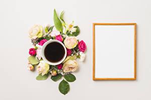 Фото Кофе Розы Гвоздики Альстрёмерия Серый фон Шаблон поздравительной открытки Чашка Цветы