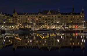 Фотография Финляндия Стокгольм Дома Реки Причалы Речные суда Ночь Уличные фонари Города