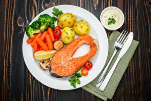 Картинки Рыба Картошка Морковь Овощи Ножик Лососи Тарелке Вилка столовая Пища