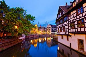 Фотография Франция Страсбург Здания Вечер Водный канал