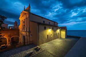 Фотография Франция Храмы Церковь Уличные фонари Antibes  French Riviera Города