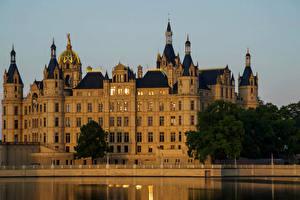 Картинка Германия Замки Речка Schwerin castle
