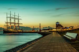 Картинки Германия Здания Пирсы Корабль Парусные Маяки Рассвет и закат Скамья Bremerhaven Города