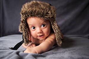 Фото Младенцы Смотрит Шапки Ребёнок