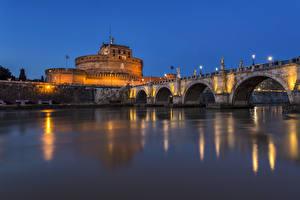 Фото Италия Рим Замки Речка Мосты Вечер Уличные фонари Castel Sant Angelo