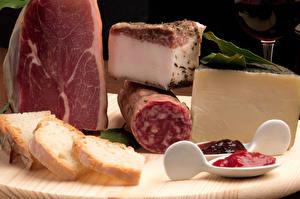 Обои Мясные продукты Ветчина Колбаса Хлеб Сыры Сало Пища