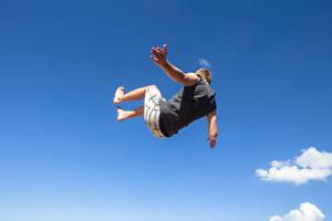 Фото Мужчины Прыжок Руки Падение