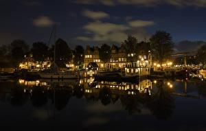 Фотографии Нидерланды Амстердам Здания Пирсы Водный канал Ночные Уличные фонари Города