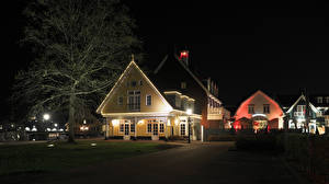 Картинка Нидерланды Дома Ночь Уличные фонари Деревьев Huizen Города