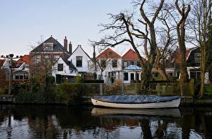Фото Нидерланды Здания Речка Лодки Ограда Edam Города