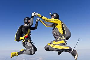 Фото Парашютизм скайдайвинг Двое Шлем Униформа Спорт