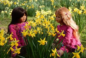 Обои Парки Весна Нарциссы Двое Кукла Девочки Дизайн Grugapark Essen Цветы картинки