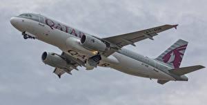 Картинки Самолеты Пассажирские Самолеты Airbus Qatar Airways A320-232 A7-ADB