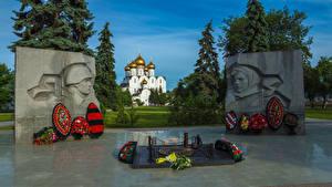 Картинки Россия Памятники Букеты Memorial in Yaroslavl