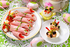 Фотографии Колбаса Пасха Тарелка Яйца Дизайн Пища