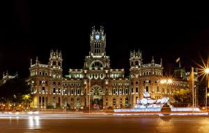 Картинка Испания Мадрид Здания Ночные Уличные фонари Забором Улице город