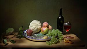 Фотографии Натюрморт Вино Дыни Виноград Персики Бутылка Бокалы Тарелка Стол Пища