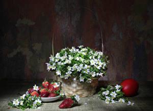 Картинки Клубника Анемоны Корзинка Яйца Еда Цветы