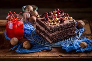 Фотографии Сладкая еда Пирожное Черешня Орехи Тарелка Банки Пища