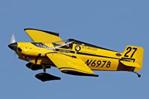 Фотографии Самолеты Желтый Полет Formula 1 Class Race Авиация