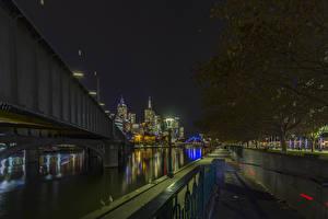 Фотографии Австралия Мельбурн Здания Речка Мосты Ночные