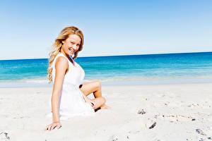 Картинка Пляж Блондинка Улыбка