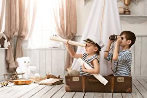 Обои Мальчики Двое Чемодан Униформа Дети картинки