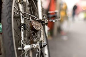 Фото Вблизи Колеса Велосипед Навесной замок Цепи