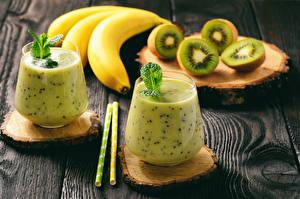 Картинки Коктейль Бананы Киви Доски Стакан 2 Продукты питания