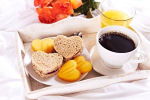 Фото Кофе Хлеб Бутерброды Завтрак Чашке Серце Продукты питания