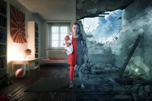 Фото Креативные Руины Война Девочка Кукла Дети