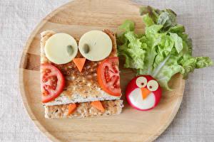 Обои Оригинальные Сэндвич Выпечка Овощи Сыры Разделочная доска Пища