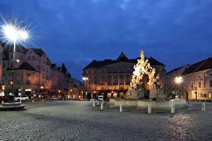 Фото Чехия Здания Вечер Памятники Городская площадь Уличные фонари Brno