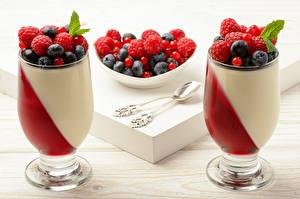Картинки Десерт Ягоды Малина Черника Бокалы Пища