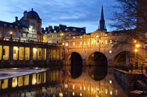 Картинки Англия Здания Речка Мосты Вечер Уличные фонари Bath Somerset Города
