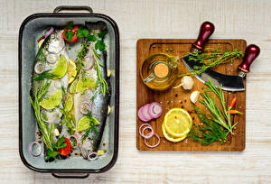 Картинка Рыба Лимоны Пряности Укроп Чеснок Разделочная доска