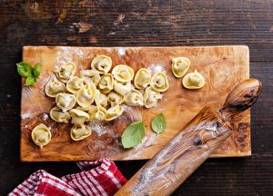 Картинка Мука Разделочная доска Пельмени Продукты питания