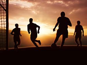 Картинки Футбол Мужчины Вечер Силуэт спортивная