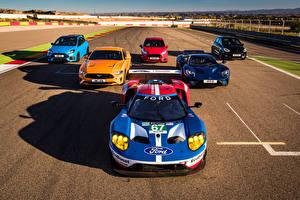 Фотографии Форд Много Спереди GT, Mustang, Fiesta ST, Focus RS, Fiesta ST 5-door